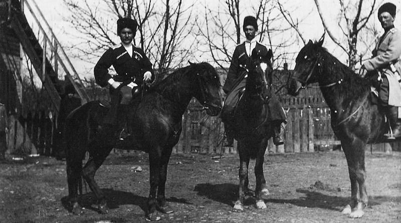 На фото:Шапошников Кирилл Арефьевич – войсковой старшина. Подхорунжий 2-го Хоперского полка Кубанского казачьего войска.