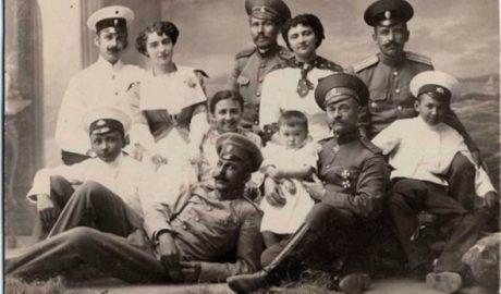 Капитан 122-го Тамбовского полка с семьей, 1914 г.
