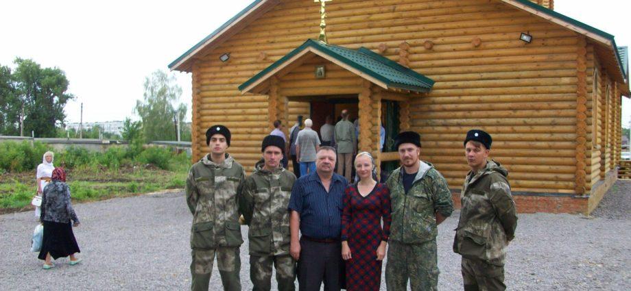 "Казаки и казачки ""Союза донских казаков"" на открытии храма."