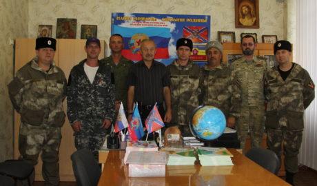 Вручение книг школам города Стаханова Союзом донских казаков.