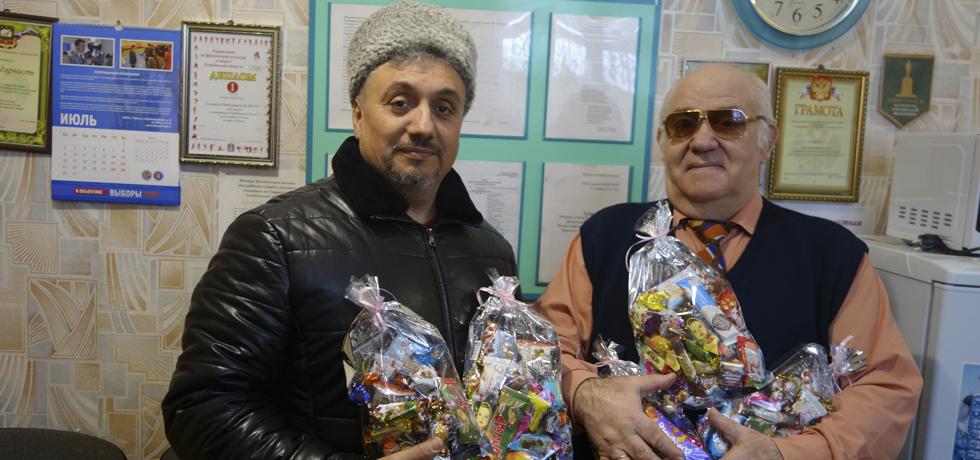 """Подарки от """"Союза донских казаков"""" для детей ВОС."""