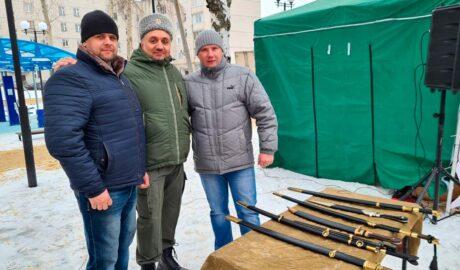 """""""Союз донских казаков"""" провёл мини выставку клинкового оружия казаков."""